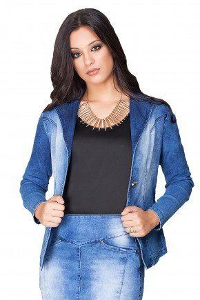 modelo cabelo castanho blazer jeans lavagem dyork jeans