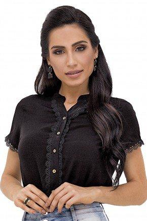 modelo cabelo preto ondulado saia jeans com detalhes laterais 1