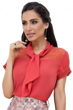 modelo cabelo ondulado blusa com guippir gola laco laranja