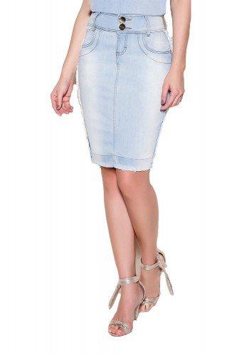 modelo cabelo loiro ondulado saia jeans tradicional desfiada1