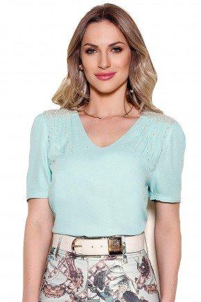 modelo cabelo loiro blusa verde perolas