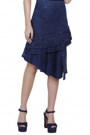 modelo veste saia assimetrica babados jeans azul titanium frente