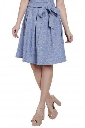 modelo cabelo loiro veste vestido evase detalhe amarracao manga curta titanium frente detalhe saia