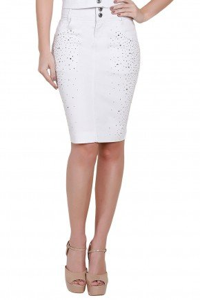 modelo veste saia lapis branca detalhe pedraria titanium frente