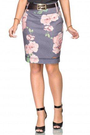 modelo cabelo escuro saia em sarja estampa floral saia