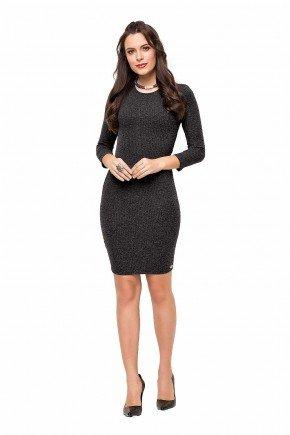 89145 modelo cabelo castanho vestido tubinho preto malha canelada frente