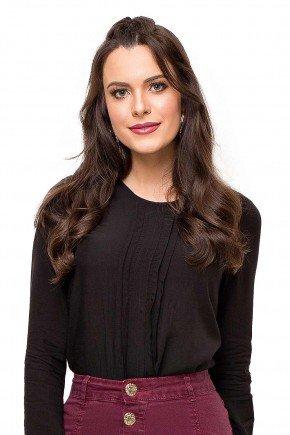 modelo cabelo castanho blusa preta com pregas e lesie nas mangas frente cima 89137