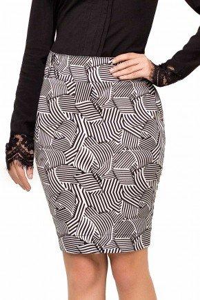 modelo cabelo castanho saia estampada preto e branco frente baixo 89116