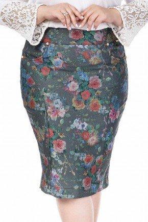 modelo cabelo loiro saia plus size reta verde musgo com estampa floral dyork frente baixo dk4442