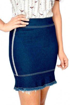 modelo cabelo castanho saia jeans azul marinho midi frente baixo