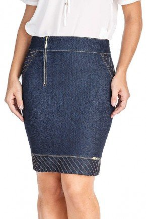 modelo cabelo loiro saia jeans costuras aparente e ziper frontal frente baixo