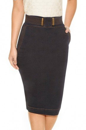 modelo cabelo castanho saia reta midi jeans costuras aparentes frente baixo
