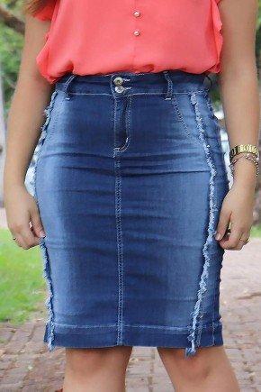 saia jeans detalhes desfiados e tachinhas frente