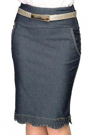saia lapis jeans com barra assimetrica com tachinhas frente