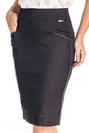 saia preta chanel com enfeite de perolas na lateral