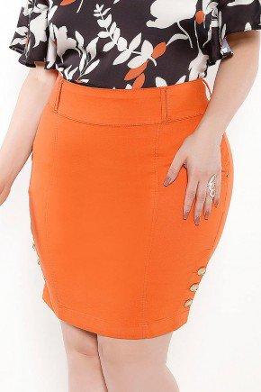 saia plus size laranja botoes dourados na barra frente baixo