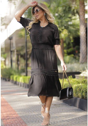 vestido preto midi aplicacoes de guippir fasciniu s frente
