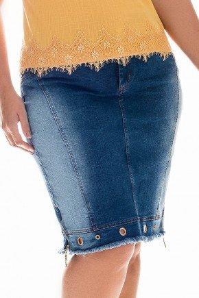 saia jeans plus size detalhe na barra nitido frente baixo
