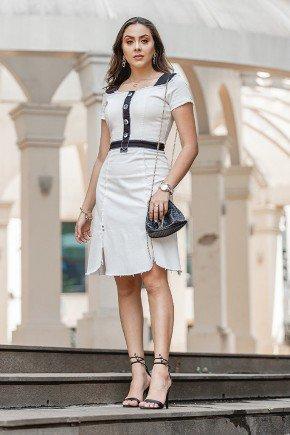 vestido jeans branco detalhes em preto e desfiados raje jeans