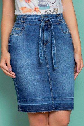 saia jeans barra desfeita com faixa em tecido nitido
