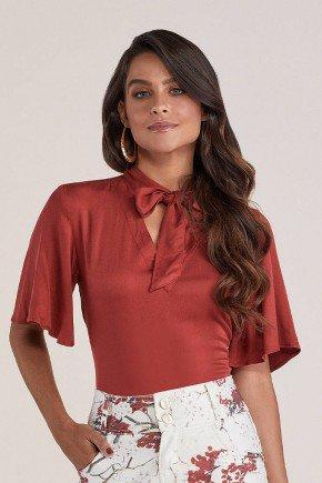 blusa vermelha gola laco titanium jeans cima