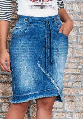 saia jeans recorte assimetrico com desfiados nitido baixo