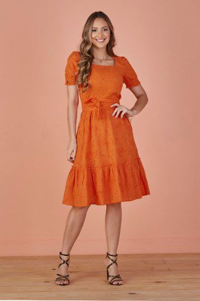 vestido laranja evase em lesie tata martello