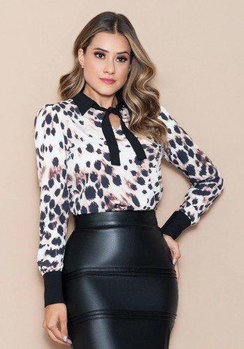 blusa estampa exclusiva animal print nitido jeans cima