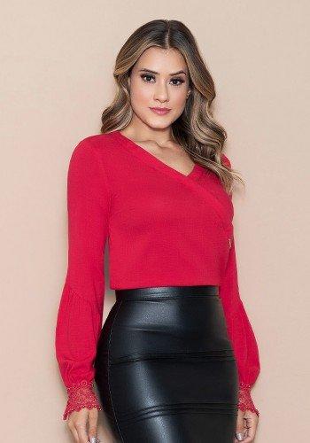 blusa vermelha transpassada com guippir nitido