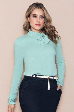 blusa verde manga longa gola laco nitido jeans cima