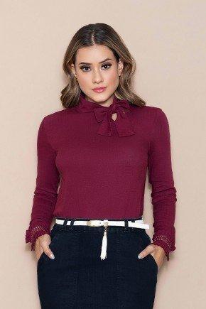 blusa bordo manga longa gola laco nitido jeans cima