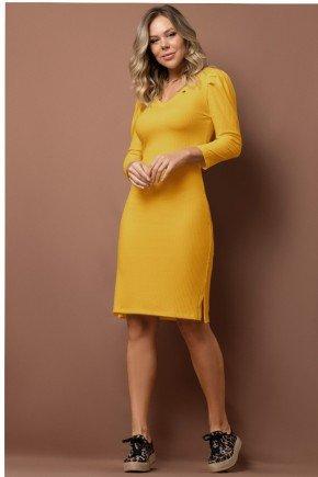 vestido amarelo canelado com pregas no ombro via tolentino