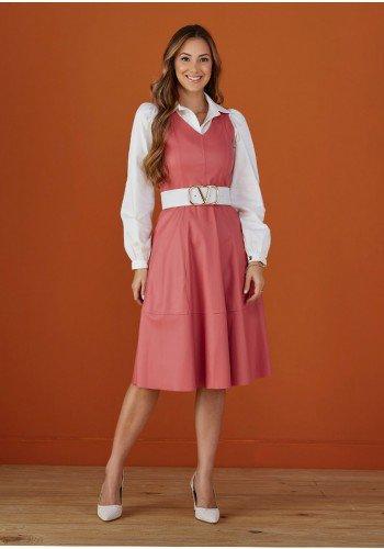 salopete rosa vintage em couro com camisa tata martello