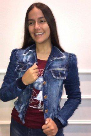 jaqueta jeans destroyed com barra desfiada