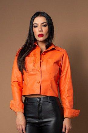 camisa croped laranja em couro pele mania cima